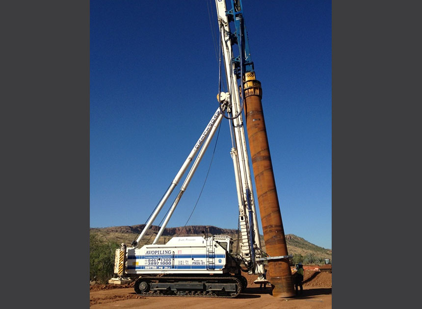 Junttan PM26 mounted with 9 tonne hammer