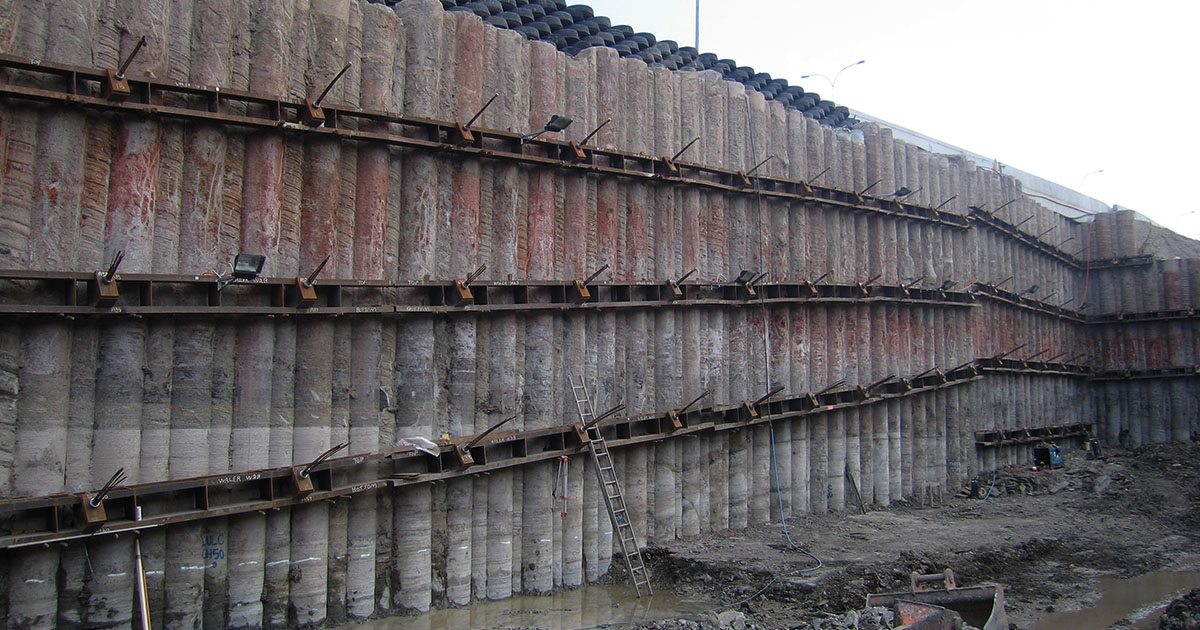 CC02 retaining wall - CFA method 900mm hard piles with 600mm soft piles