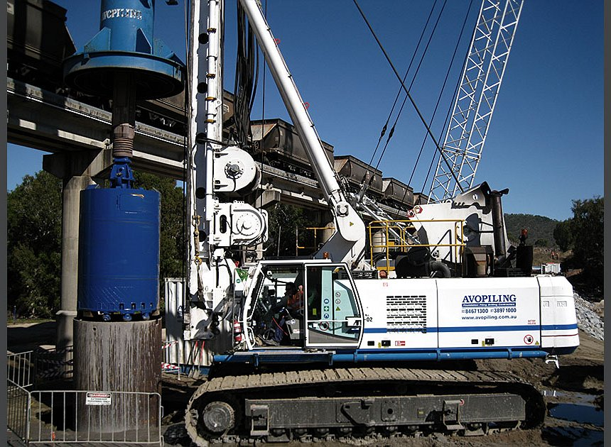 Bauer BG40 drilling 1.8m dia. piles into 300MPa material